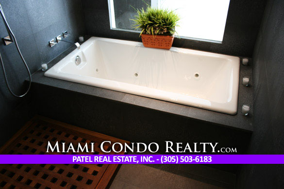 900 Biscayne Bay Shower