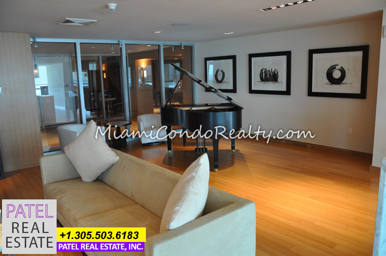 Photo of 900 Biscayne Bay Lounge